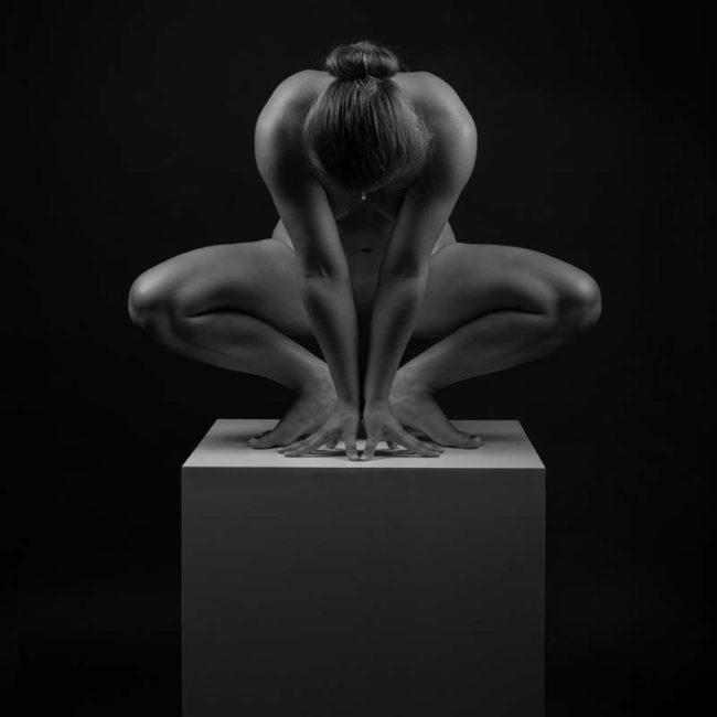 Akt akrobatisch im Fotostudio München