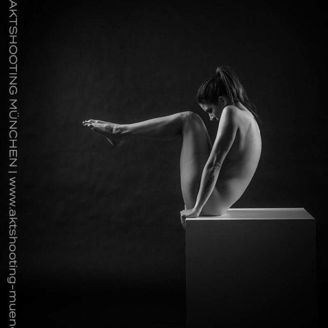 Akt akrobatisch bei Shooting in Fotostudio München