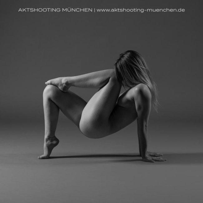Akrobatische Akt Pose Fotograf München